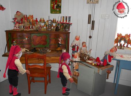 Paljon vanhoja joulukoristeita
