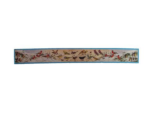 Vanha paperitaulu jossa metsän lintuja ja talvinen maalaismaisema