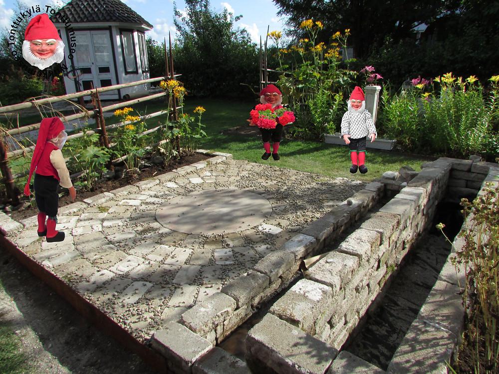 Puutarha, ideat puutarhaan, laatoitus, kukkapenkki, rajaukset, puutarhatonttu, kierrätys puutarhassa