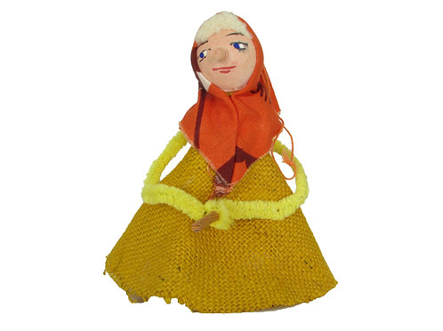 Vanha pääsiäisnoita, sinapinkeltainen mekko