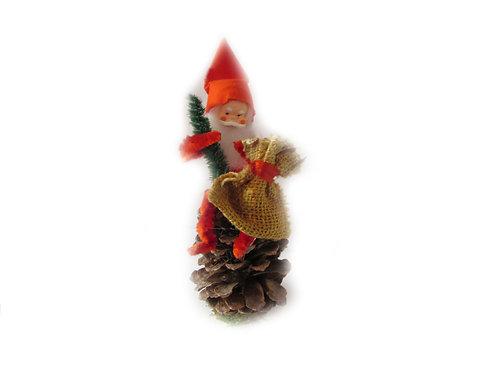 Käpytonttu, lahjasäkki ja joulukuusi. Vanha joulukoriste