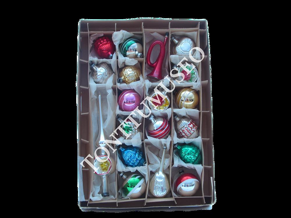 Joulukuusen koristeet, lasikoristeet, lasipallot, joulupallot, latvatähti