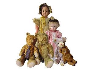 Antiikkinuket ja nallet, Nukkemuseo, Steiff nalle, sahanpurunalle, vanha nalle, lelumuseo, Nukkemuseo, ruskea nalle, keltainen nalle, harmaa nalle, Suomalainen nukke, Ranskalainen nukke, poslininukke, paperimassanukke, nähtävyys Nukkemseo, erikoismuseot, silkkmekko, nuken vatteet, nuken kengät, nallen silmät, nalle -50 luvulta, retro lelut, posliininuket, vinyylinuket, rebornnuket, keräilynuket