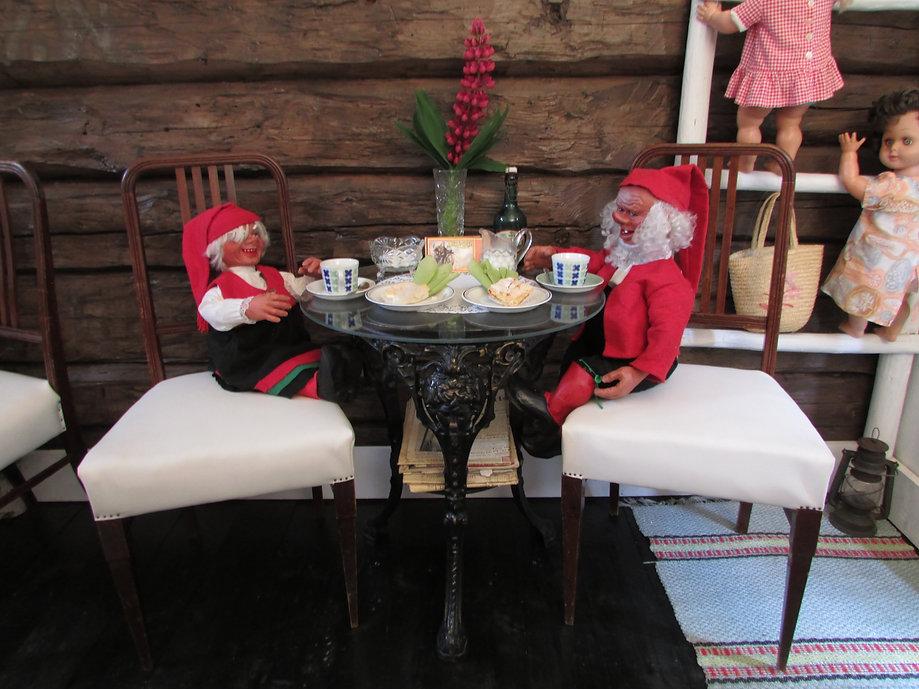 Valurautapöytä, tammituoli, makasiini