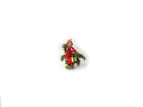 Piipunrassi joulutonttu, käpy ja tallilyhty. K.A Weiste vanha joulukoriste