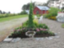 Puutarha, käytävät, kivireuna, maisema, maalaistalo, lato, piano, valurauta kalusto, perennat, valurautapata, perkolaportti, huvimaja,