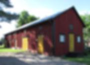 Tonttumuseon rakennukset, makasiini, nähtävyys, vanha korjattu ulkorakennus, uusiokäyttö, vanhat ovet, talli, liiteri, luhti, viljavarasto, Nukkenäyttely, Kahvila, Galleria, myymälä, lelunuket, myymme joulukoristeita, myymme nukkeja, vanhat ovet, vanhat ikkunat, peltikatto, pintalaudoitus, perinnekäsityöläinen,