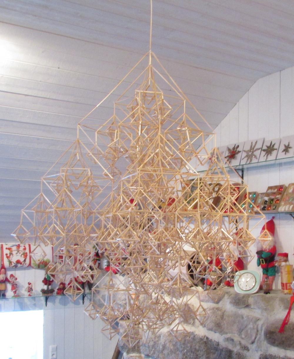 Himmeli, iso himmeli, vanha joulukoriste, perinnekoriste, vanhat joulukoristeet, perinnejoulu, kädentaidot,