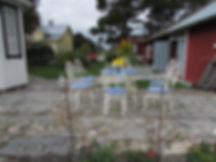 Tomtebyns trädgård med sitt franska ute möblemang