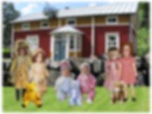 Tonttukylä, matkailu, vieraile meillä, nähtävyys, turistikohde, vanhoja nukkeja, leluja, maaseutu, talonpoikaistalo, kivimuuri, rebornnukke, teddy bear, vanha lelu,