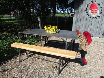Valurautainen puutarhapöytä, puutarhakalusto, puutarhapenkki