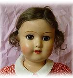 Marttanukke, Suomalainen nukke. Martta Bebè. Lelumuseo, vanha nukkekotinukke, nukenpää, peruukki, nukketarvikkeet, nuken valmistaminen, vanhat lelut