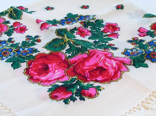 Ruusuhuivi kansallispukuun