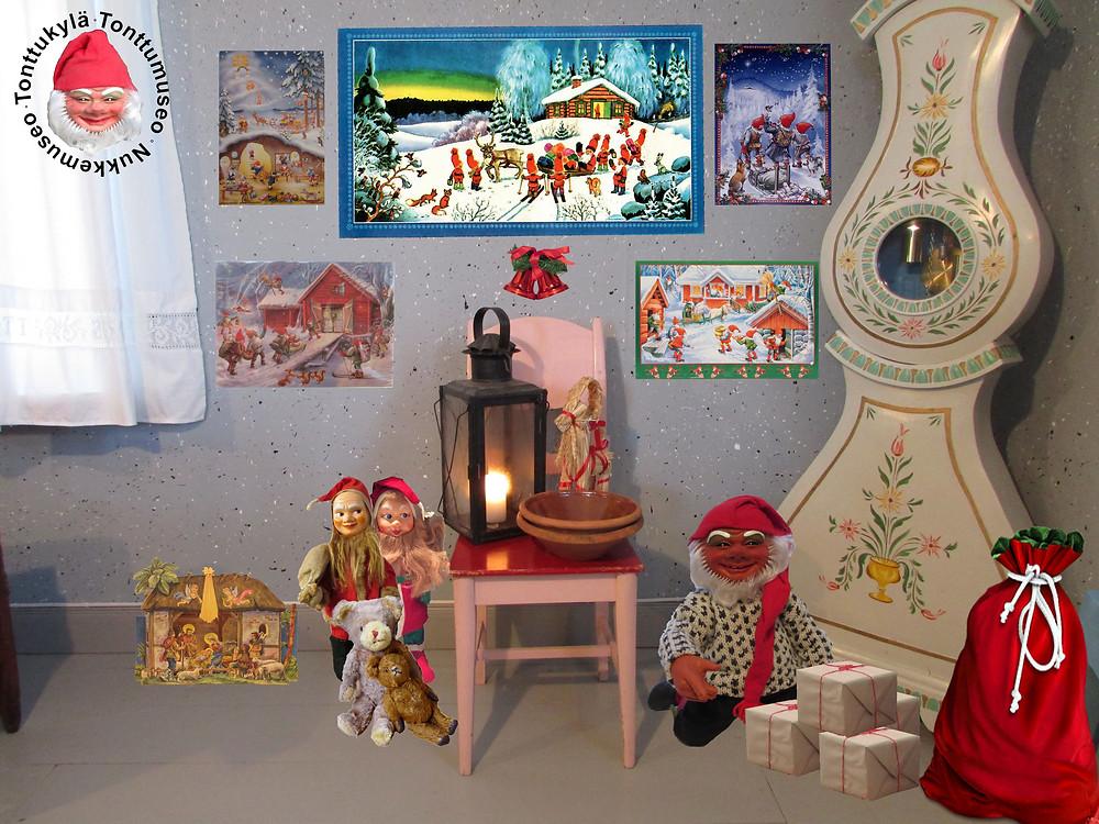 joulupaperitaulu, joulukoriste, tallilyhty, vanha nalle, vanha tonttu, kaappikello , joulukalenteri, jouluseimi