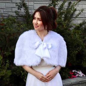 Greta - White Faux Fur/Bow