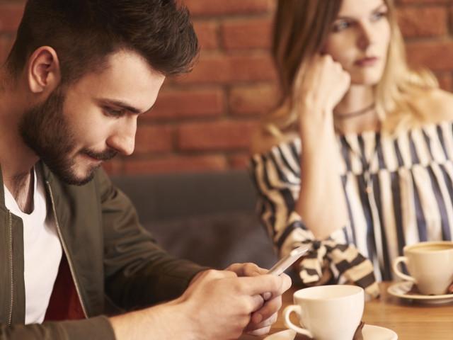 social media ruining my relationship