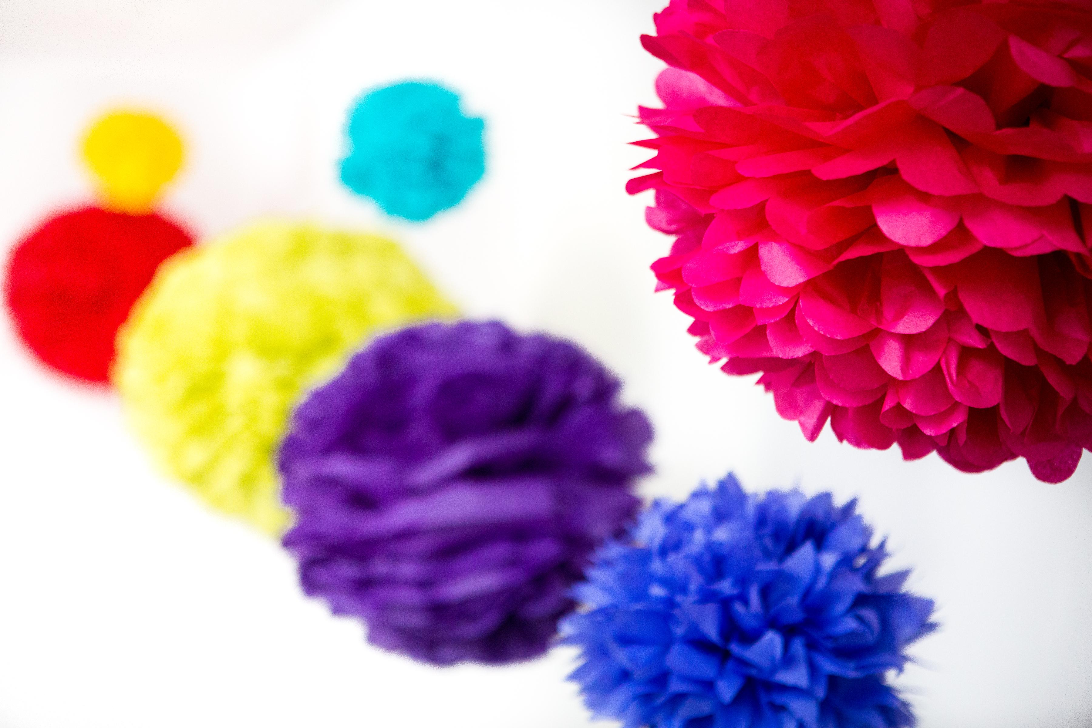 giant paper flowers paper poms tassel garlands uk pom pom studio. Black Bedroom Furniture Sets. Home Design Ideas