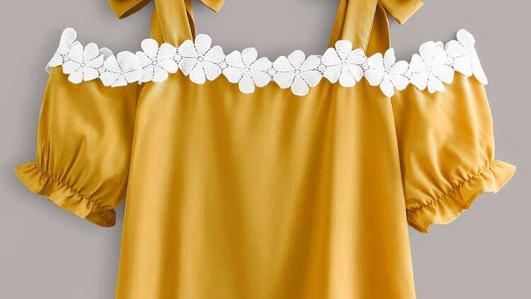 Top jaune avec dentelle en fleur  en Côte d'Ivoire