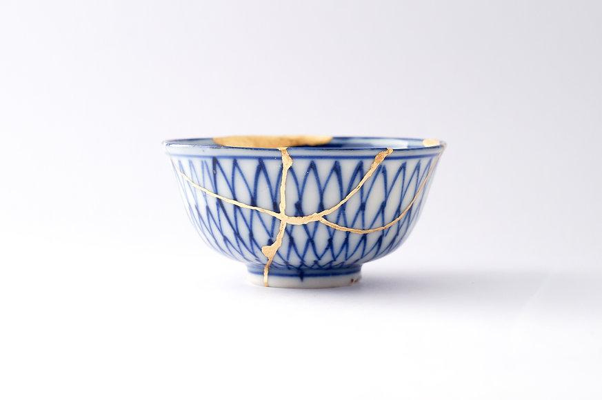 Kintsugi bowl. Gold cracks restoration o