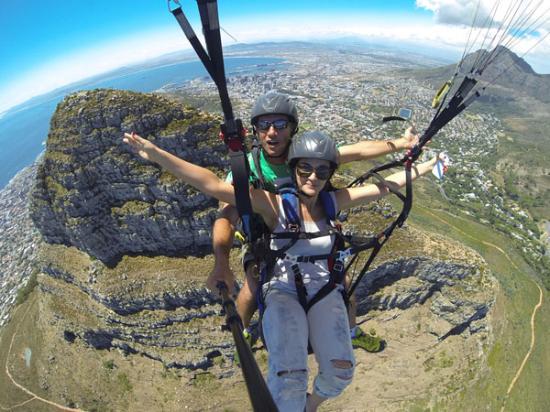 paragliding-over-cape
