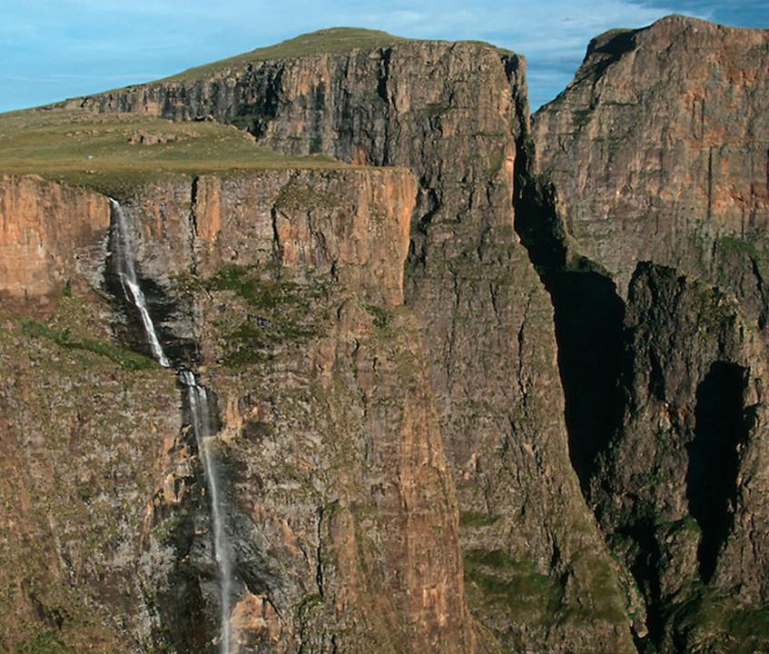 tugelafalls02-Drakensberg-accommodation-hotel-resort-rooms-guesthouse-lodge