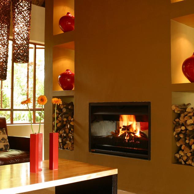 Interior_Lounge_Fireplace[1].JPG