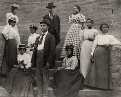 5 African_American_men_and_women_posed_for_portrait_on_steps.jpg