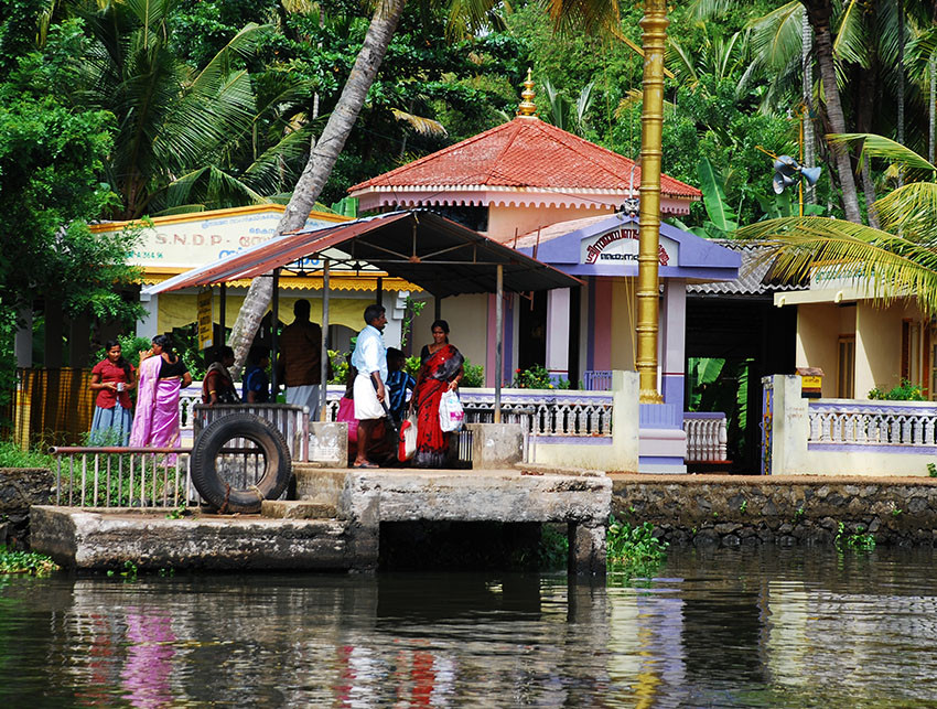 Custom travel: the backwaters of Kerala are a collection of lakes linked by canals, lined with brightly colored villages in India.