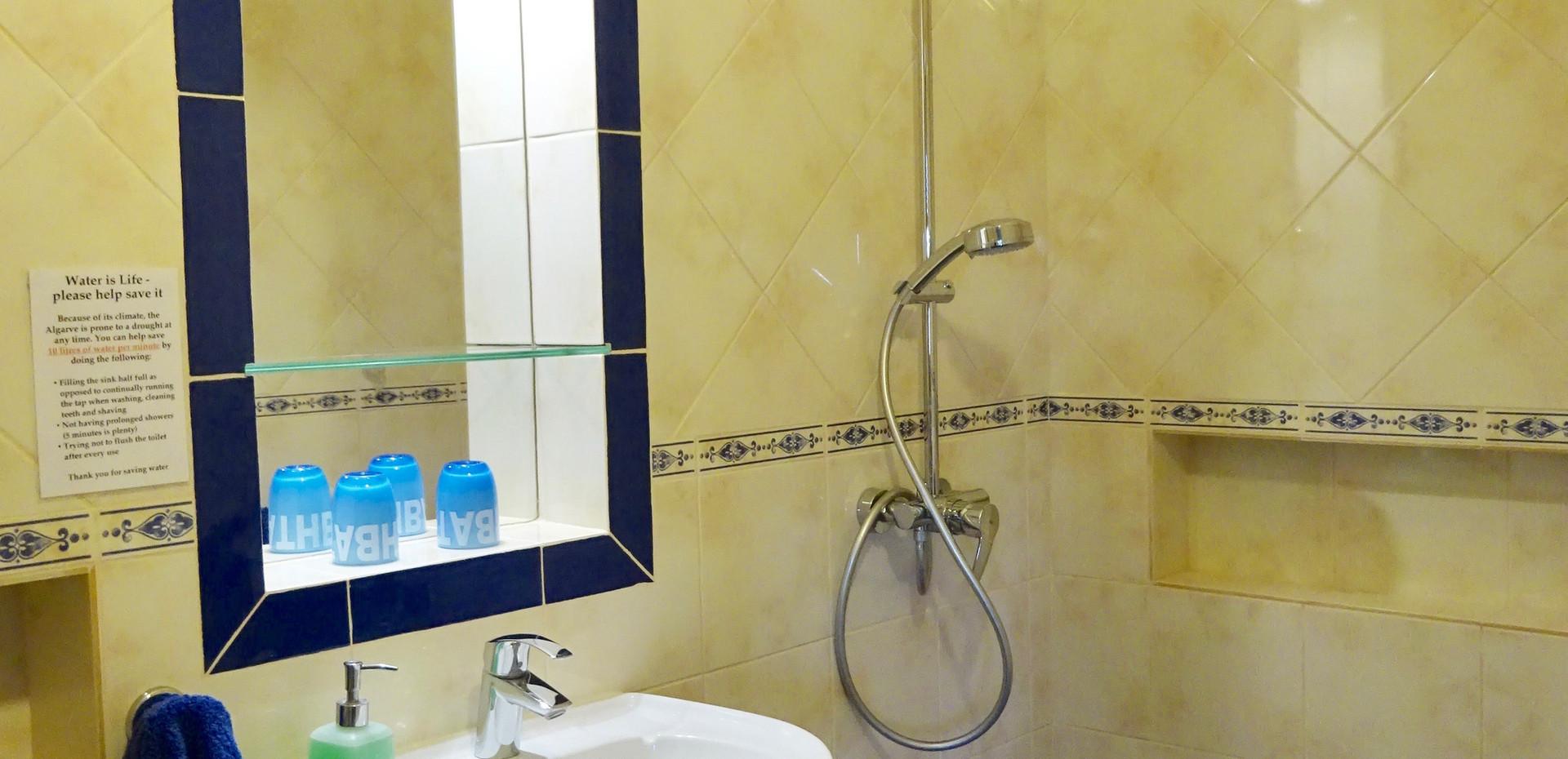 Wheelin double head shower