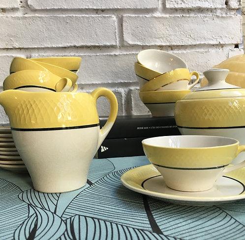 Ensemble de 9 tasses à thé jaunes et blanches, années 50