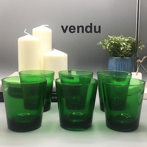 Ensemble de verres à eau verts