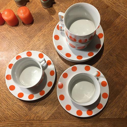 4 tasses à thé modèle pop années 70