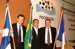 Roxburgh, Parreira and Houllier with flags low.jpg