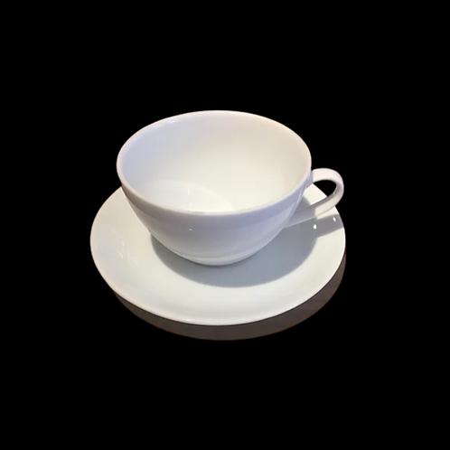 L'ensemble tasse et soucoupe pour cappuccino