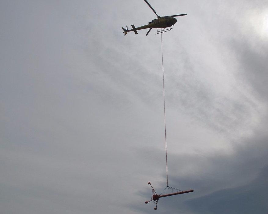 Helicoptero Volando Magnetometria y Gradiometria