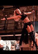 Pole-Dance-Auftritt-von-Leony-in-Düsse