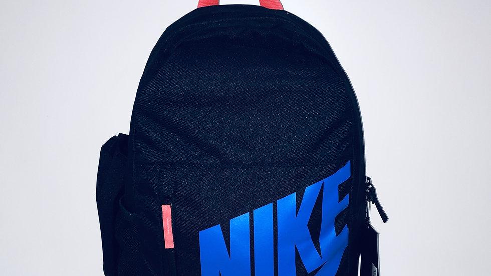 Mochila Nike escolar 20 L. Bolsa lateral para bote de agua