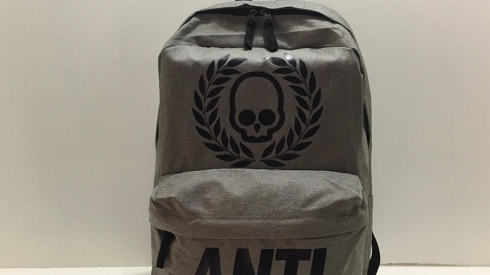 Mochila Antifashion escolar 100% poliester, laptop compatible.