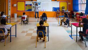 """INFECTÓLOGO AVALA RETORNO A CLASE: """"EL COLEGIO NO ES UN LUGAR DE RIESGO PARA LOS NIÑOS"""""""