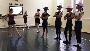 """Escola de Teatro e Dança da UFPA apresenta """"Cara ou Coroa: Vermelho como Brasa"""""""