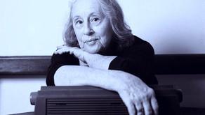 Olga Savary: uma mulher entre livros e lembranças