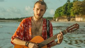 """Gabriel Santi mostra seu romantismo no single """"Ô Bem"""""""