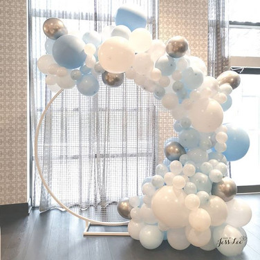 6ft round mesh wall with balloons