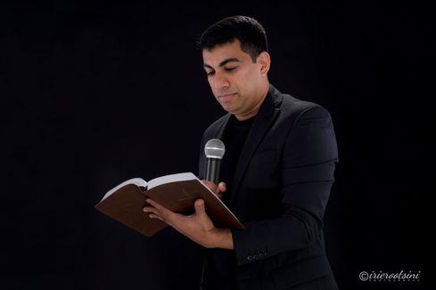 Pastor Headshots-Sydney-1.jpg