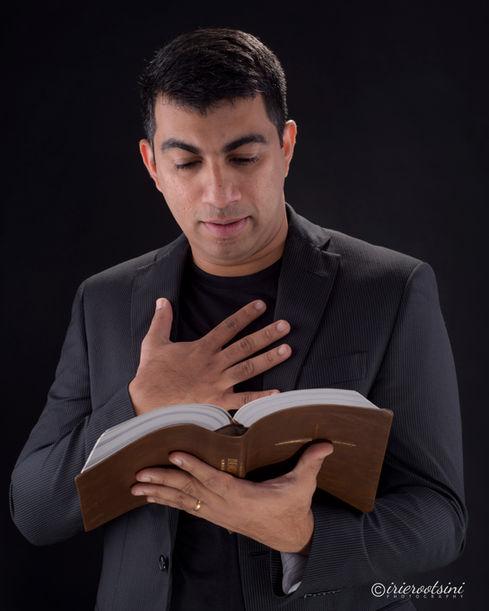 Preacher Headshot-Sydney-2.jpg