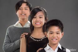 Portrait-Photographer-Elara-Siblings-Pose-Hands-on-Shoulder