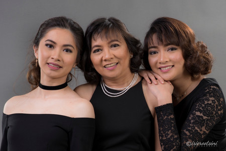 Mother with Daughters Family Portrait - Sydney