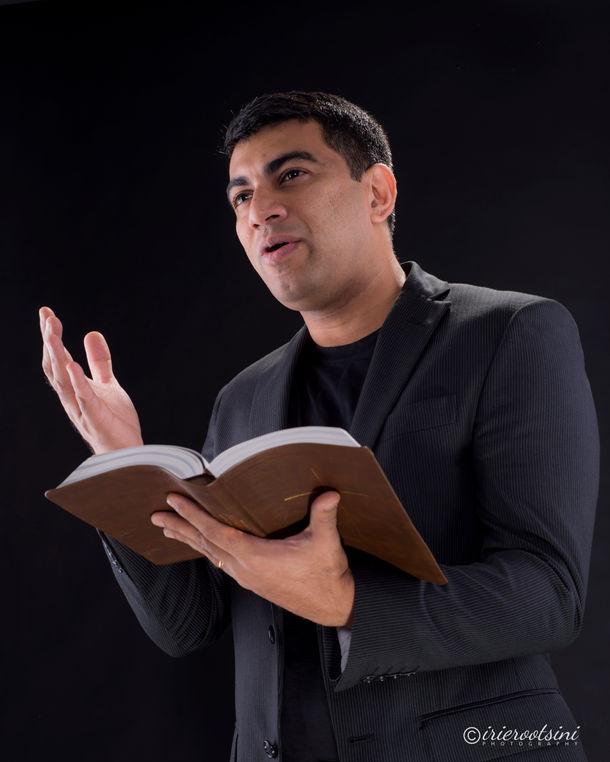 Pastor Headshot-Sydney-3.jpg