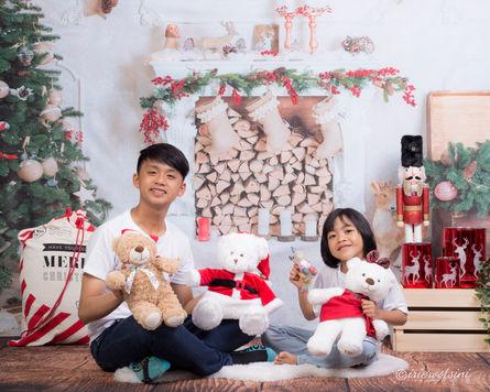 Kids in White Christmas Theme