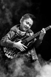 guitar-hero-black-background-smoke-effec